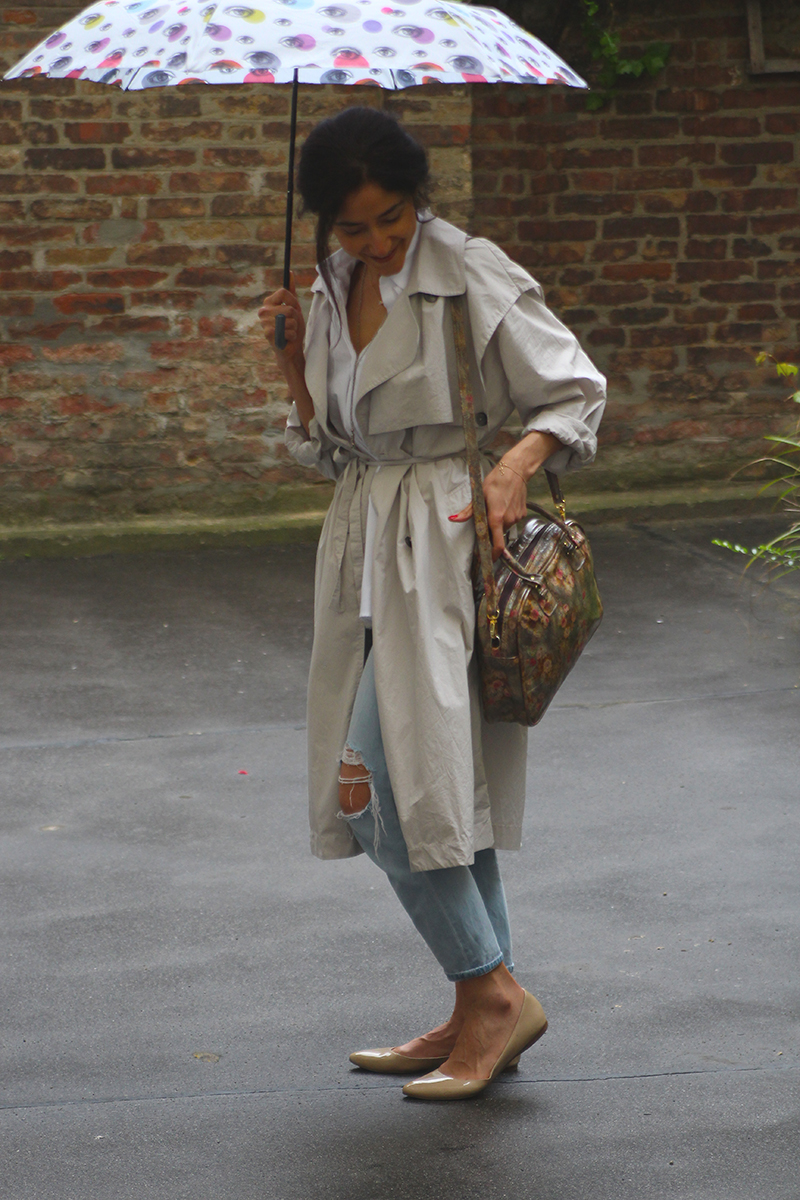 Rainy day outfit – long lightweight trench coat